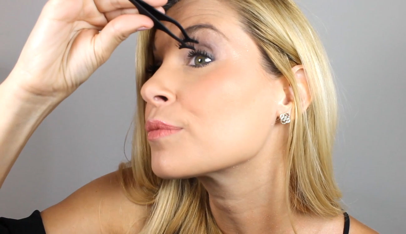 Eyelashes with applicator